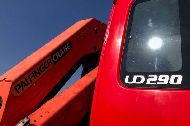 Nissan Crane truck UD290 6 x 4 Roll Back with Crane Truck