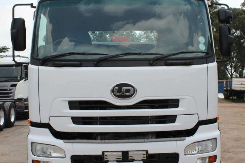 Nissan Crane truck UD330 Truck