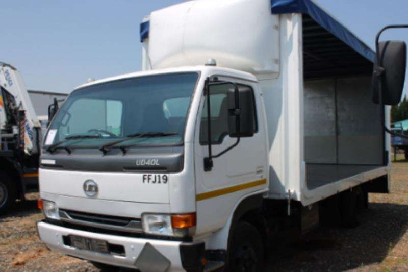 Nissan Curtain side UD 40 Curtain Side with Tail Lift Truck