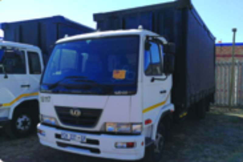 Truck Nissan Curtain Side UD 60 2009