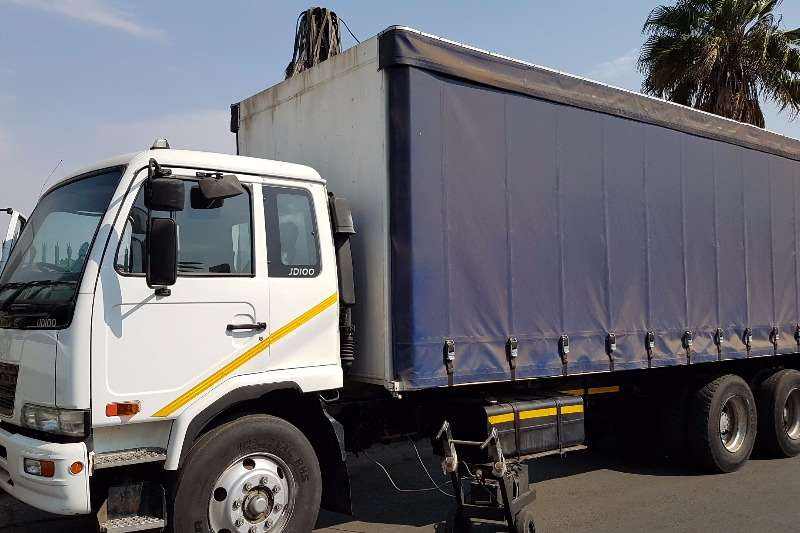 Truck Nissan Curtain Side UD100 2009