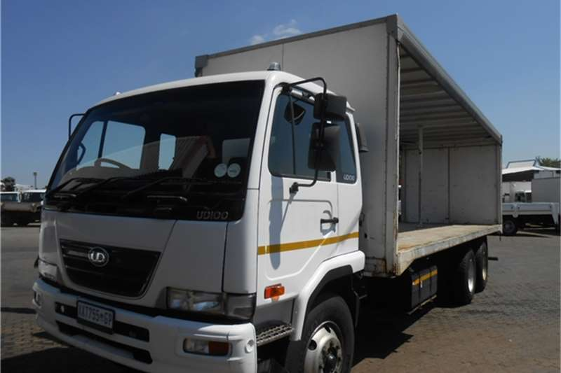 Truck Nissan Curtain Side UD100 6 X 2 TAUTLINER 2009