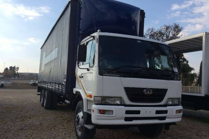 Truck Nissan Curtain Side UD100 Tag Axle Curtain Side 2009