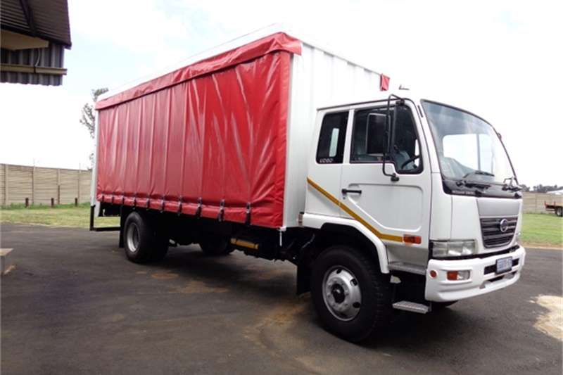 Truck Nissan Curtain Side UD80 2009