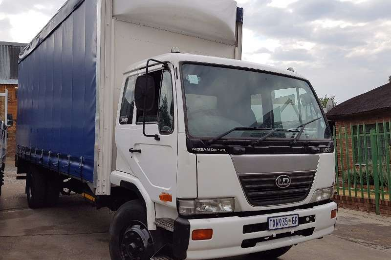 Truck Nissan Curtain Side UD90 2006