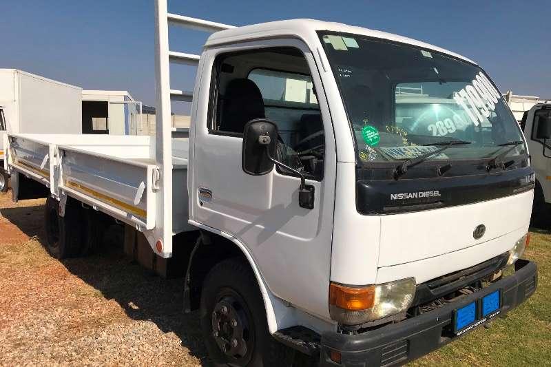 Truck Nissan Dropside UD 40 2007