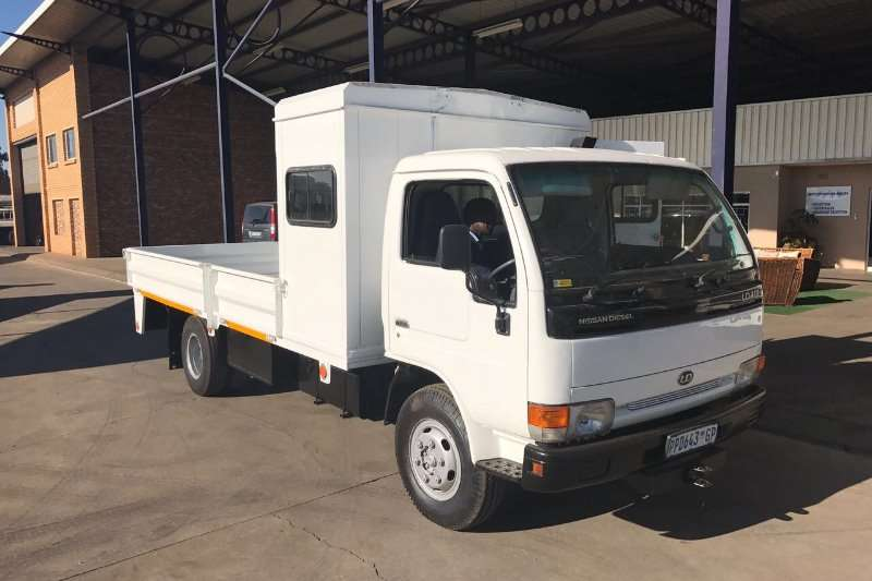 Truck Nissan Dropside UD40L Dropside with Crew Box and dropside 2003
