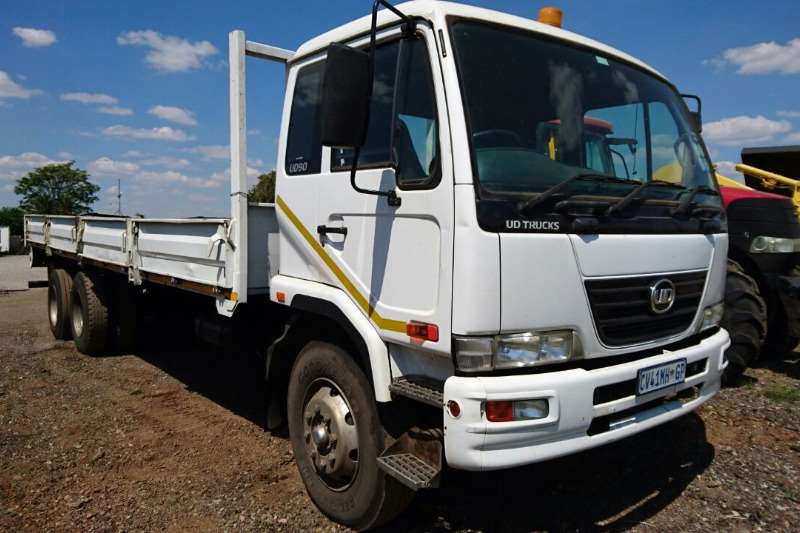 Truck Nissan Dropside UD90 6X2 2013