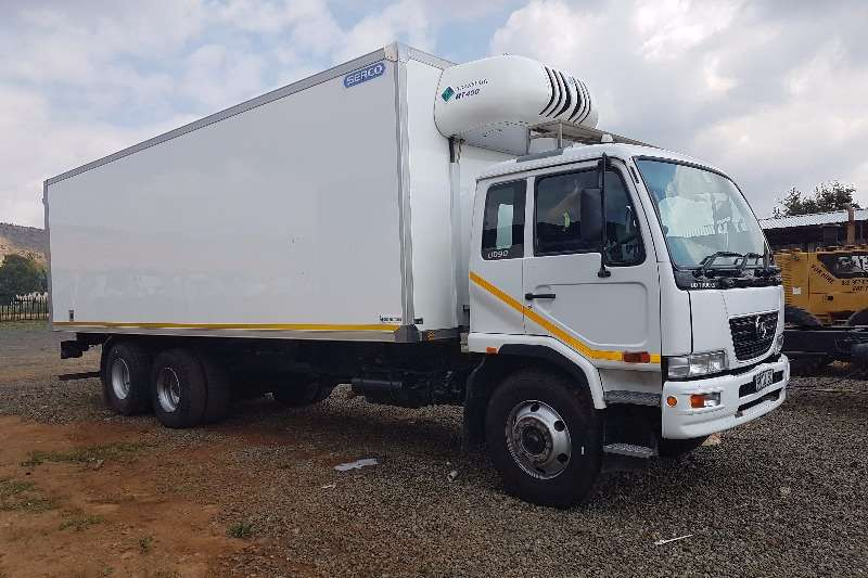 Truck Nissan Fridge Truck UD 90 with Tag Axle 2014