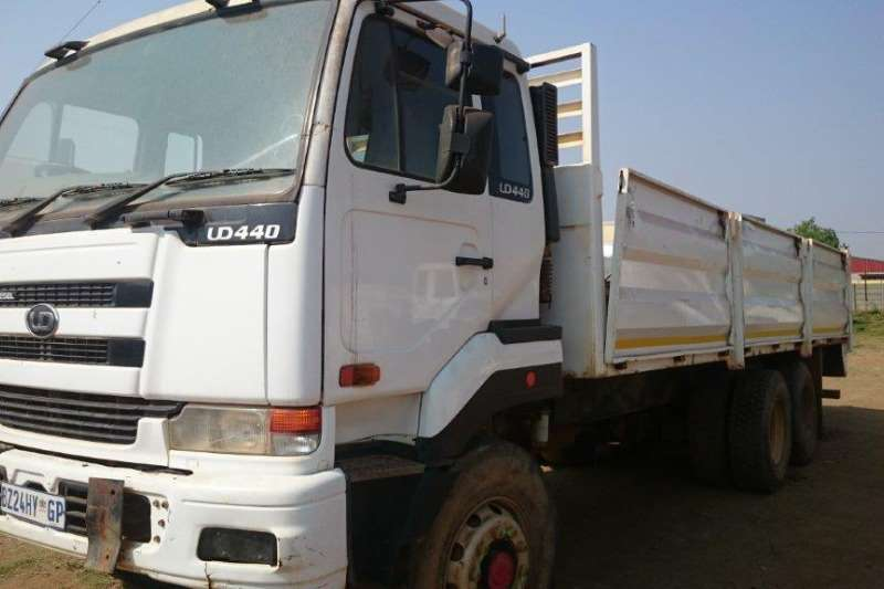 Truck Nissan Nissan UD440 with Mass Dropsides 0