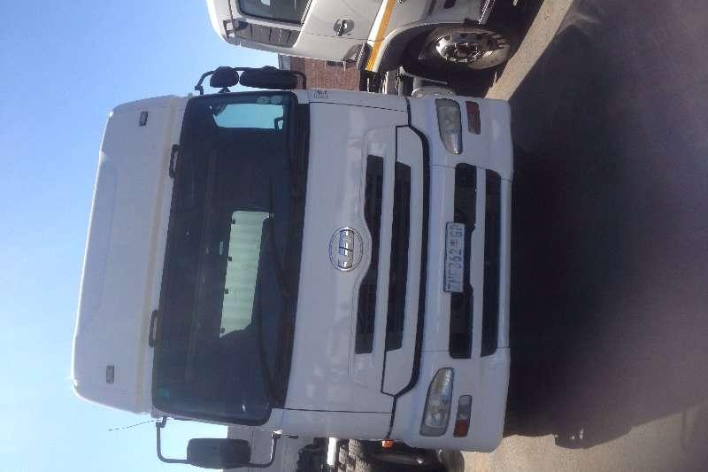 Nissan Tipper UD 460 10 CUBE Truck