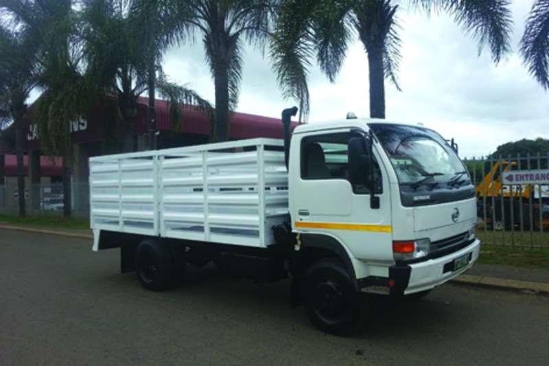 Truck Nissan UD 40 Cabstar 6 2012