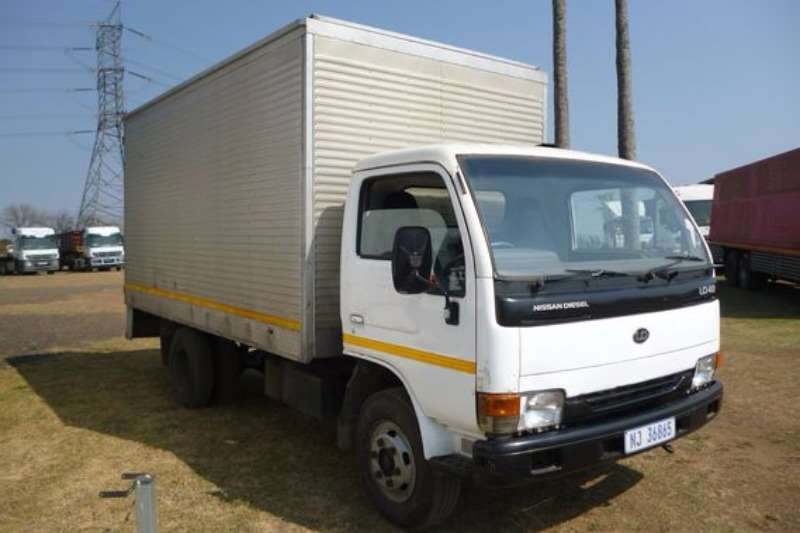Truck Nissan UD 40 With Pantech Body 2008