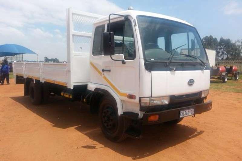 Truck Nissan UD70 4X2 Dropside Truck 2000