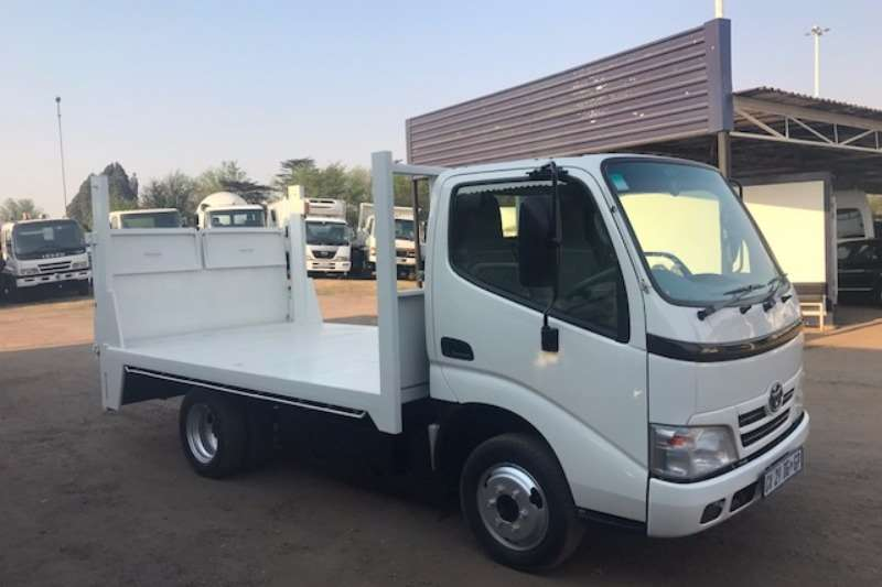Truck Toyota Flat Deck TOYOTA DYNA 4-093 WITH TAILLIFT 2014