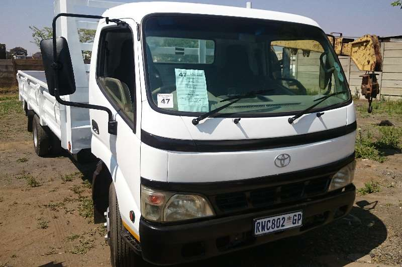 Truck Toyota Toyota 4Ton Dyna with Dropsides 2005