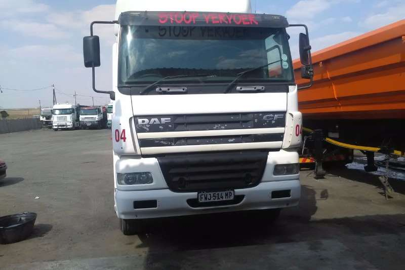 Truck-Tractor DAF  Double Axle CF85-430 2005