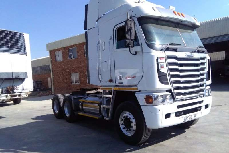 Truck-Tractor FREIGHTLINER IXS CUM-MINS FOR SALE!!! 2 AVAILABLE 2013