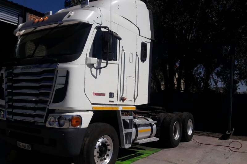 Freightliner Single axle ARGOSY CUMMINS 500 Truck-Tractor