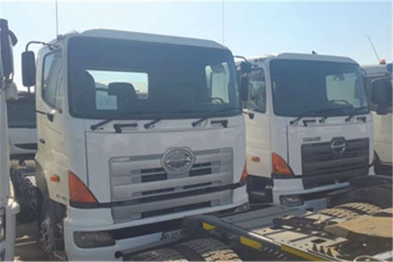 Hino 700 Single diff and doubl Truck-Tractor