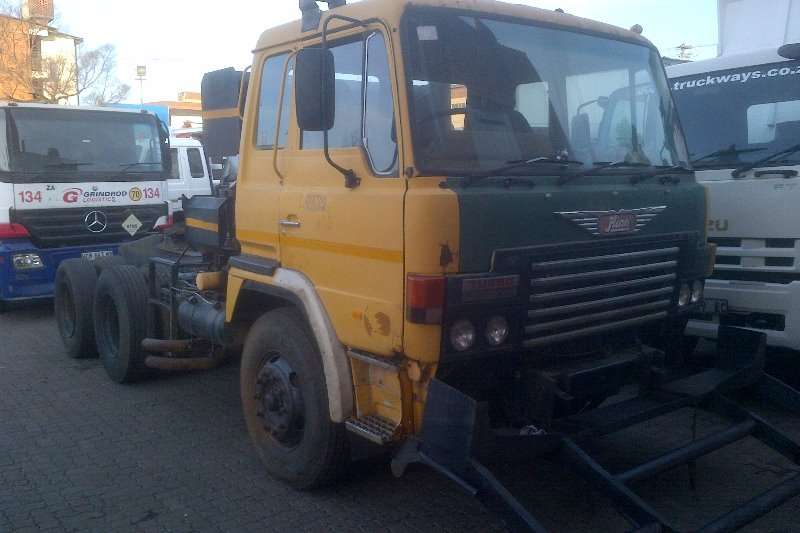 Truck-Tractor Hino  Double Axle 55.380 1987