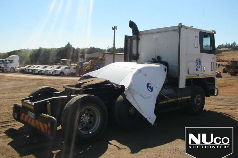 International 9800I PRO SLEEPER 6X4 HORSE   NON RUNNER Truck-Tractor