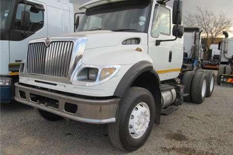 International Double axle 7600I Truck-Tractor