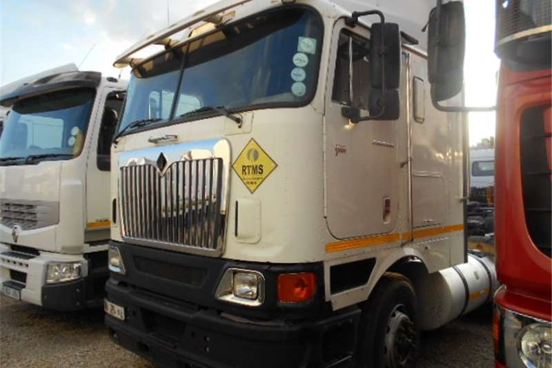 Truck-Tractor International  Double Axle 9800i  2010
