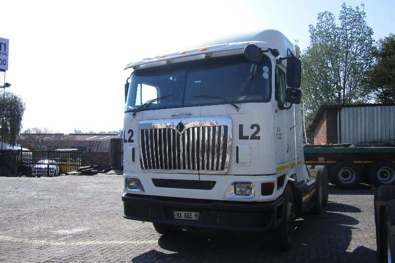 Truck-Tractor International  Double Axle 9800i Midroof 2011