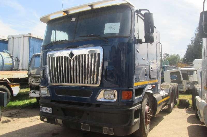 Truck-Tractor International  Double Axle 9800i Pro-Sleeper 2004
