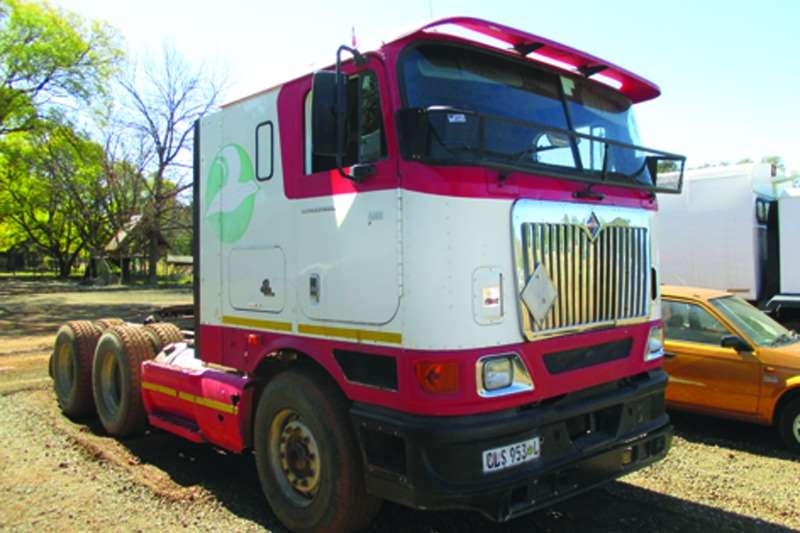 Truck-Tractor International  Double Axle Eagle 2004