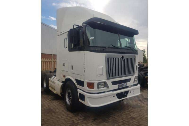 International Double axle Eagle 9800i Cummins WITH HYDRAULICS Truck-Tractor