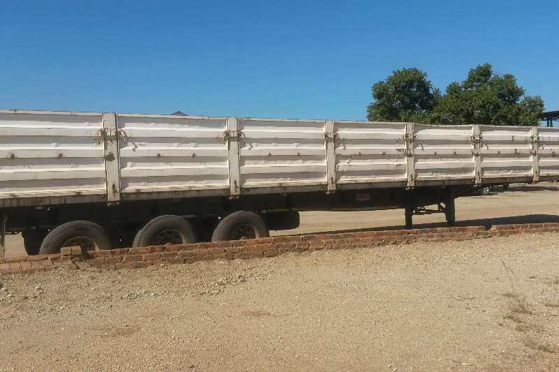International Double axle WITH 2009 TOPTRAILER Truck-Tractor