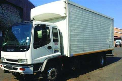 Truck-Tractor Isuzu FTR 800- 2010