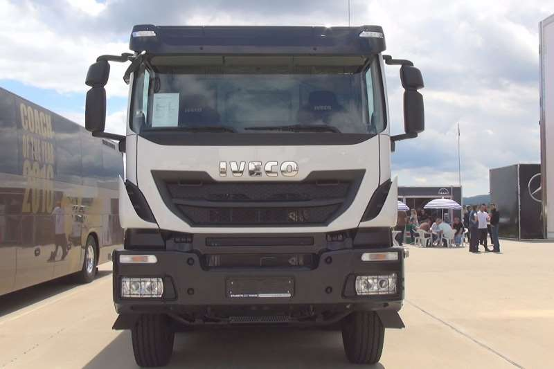 Iveco Double axle Trakker 440hp Single Reduction Truck-Tractor