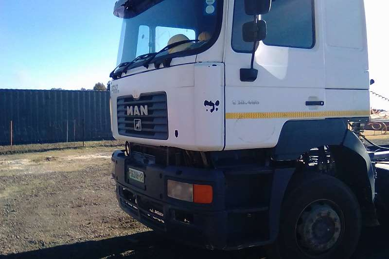 Truck-Tractor MAN  Double Axle F 2000 2004