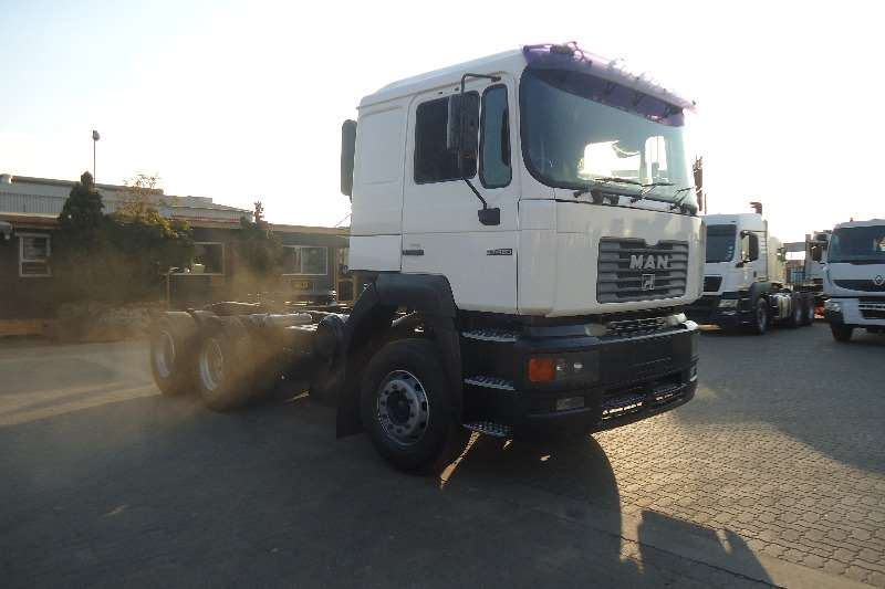 Truck-Tractor MAN  Double Axle F2000 MAN 27.464 2002