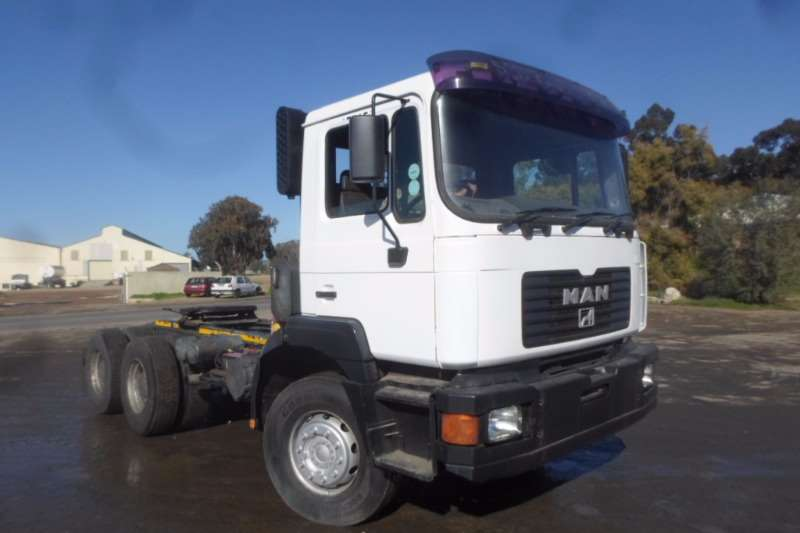 Truck-Tractor MAN  Double Axle MAN 33.374 F2000 with Hydraulics 2001