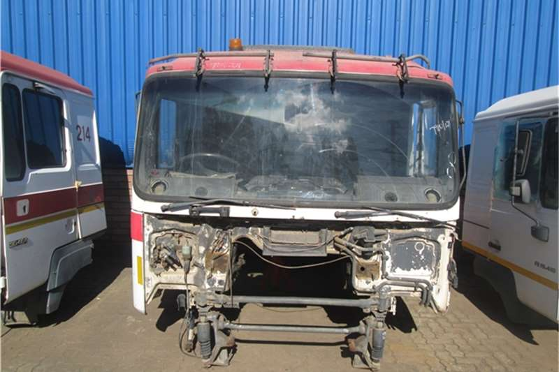MAN F90 26 372 Cab Truck-Tractor