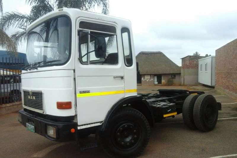 Truck-Tractor MAN SINGLE DIFF MAN 15-120 . 5 SPEED AUTO TRANSMISSION 1983