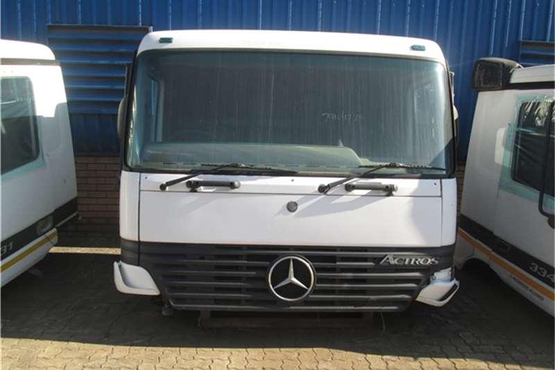 Mercedes Benz 3335 Actros Cab Truck-Tractor