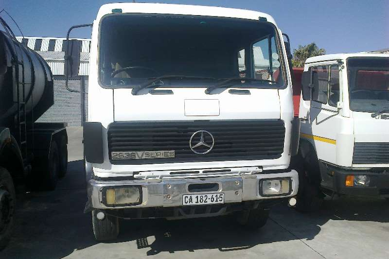 Truck-Tractor Mercedes Benz  Double Axle 2636 V-series 6x4 2001
