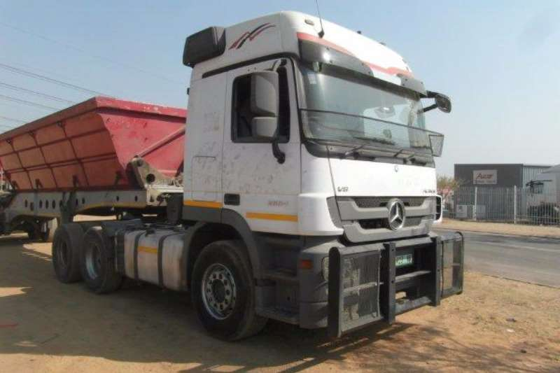 Truck-Tractor Mercedes Benz  Double Axle Actros 2654 V8 6 x 4 Mechanical Horse With Hydraul 2013