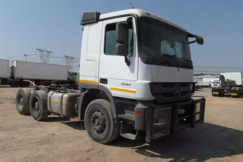 Truck-Tractor Mercedes Benz  Double Axle Actros 3344 6 x 4 Mechanical Horse With Hydraulics 2011