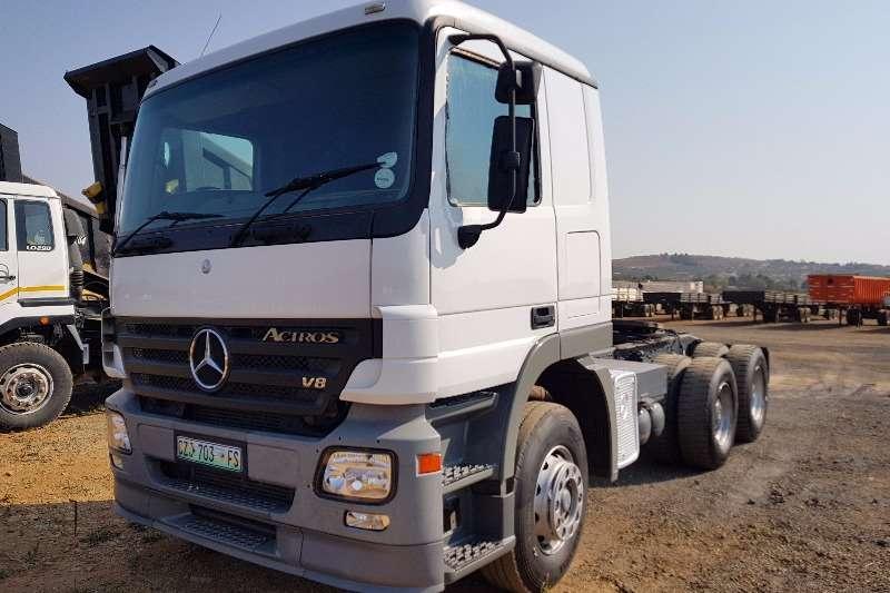 Truck-Tractor Mercedes Benz  Double Axle Actros 3348 2005