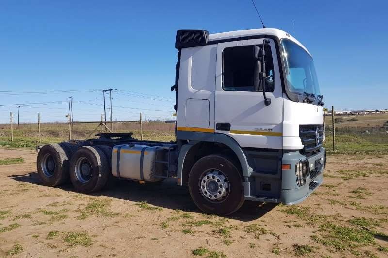 Truck-Tractor Mercedes Benz  Double Axle Actros MP2 3348 2005
