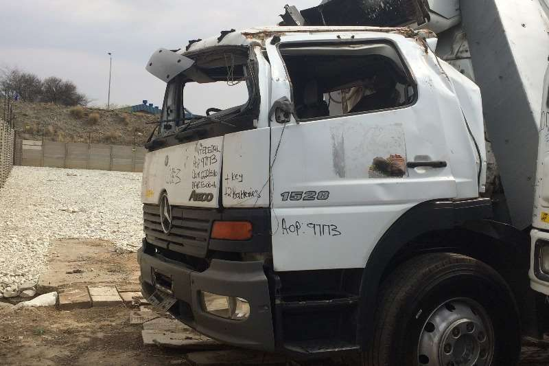 Truck-Tractor Mercedes Benz  Double Axle Mercedes-Benz Atego 1528/36 Stripping for Spares 2004