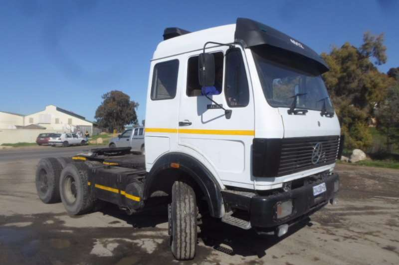 Truck-Tractor Mercedes Benz  Double Axle Mercedes V-Series 2638 with Hydraulics 1989
