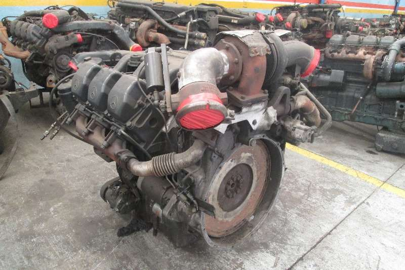Truck-Tractor Mercedes Benz OM541 V6 Engine 0