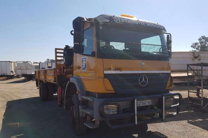 Truck-Tractor Mercedes Benz Single Axle Mercedes Benz 1823 Axor with Crane 2011